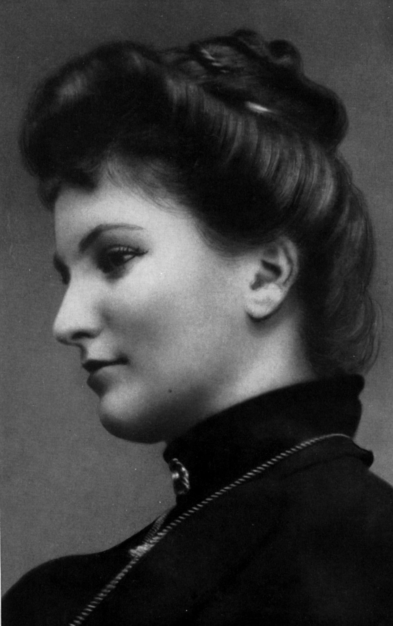 download hi-res Alma Schindler (1900)