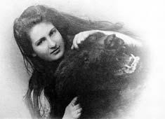 Alma im Alter von 19 Jahren